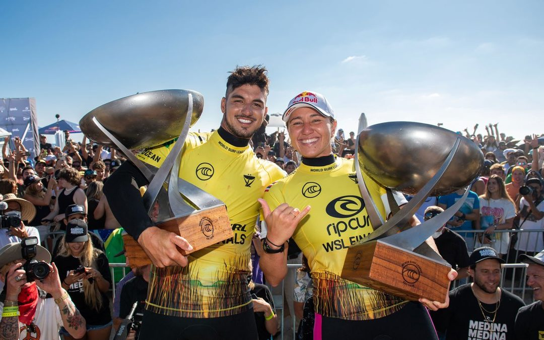"""""""Carissa Moore and Gabriel Medina Are Officially the 2021 World Champions – RECAPPING A HISTORIC DAY OF COMPETITIVE SURFING"""" by staff writer at Surfer Mag"""
